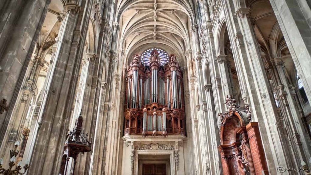 A view of the Grand Organ of Saint Eustache, one of the churches to visit in Paris