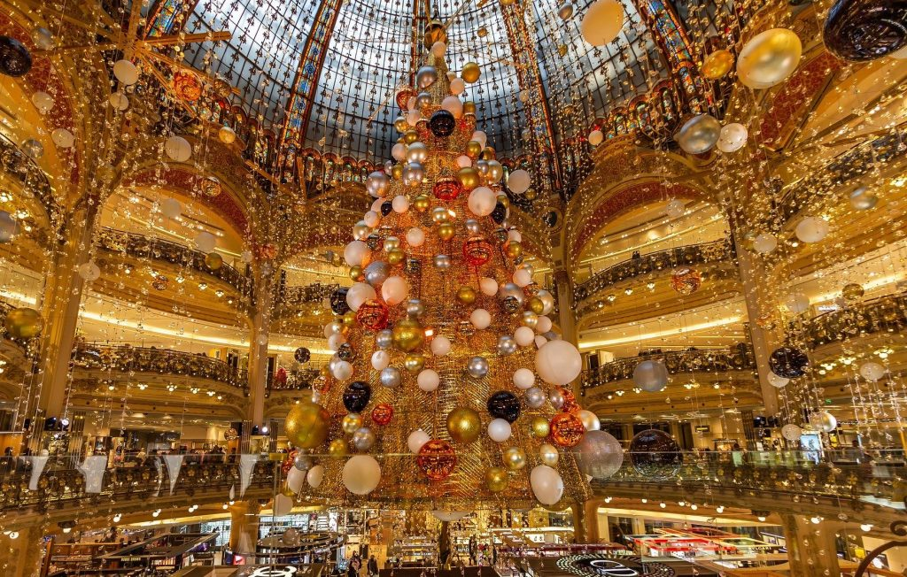 A photo of the tree at the Galeries Lafayette, one of the reasons to visit Paris at Christmas
