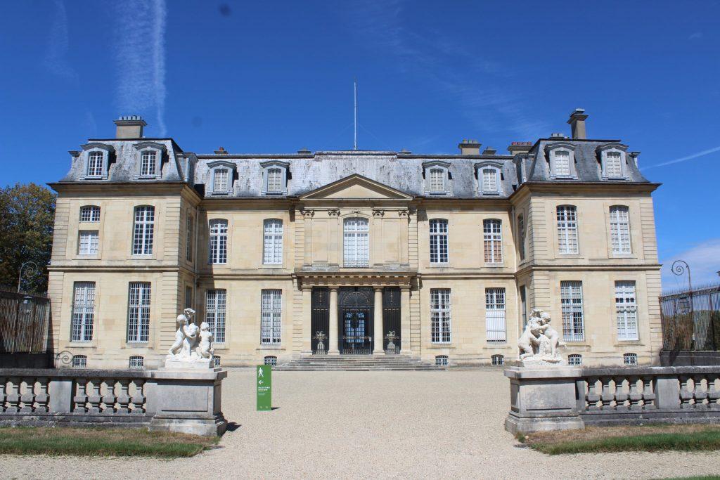 A photo of the exterior of the Château de Champs-sur-Marne.