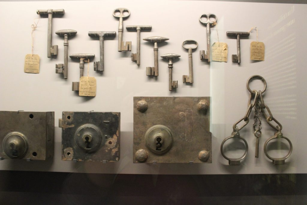 A photo of the keys, locks, and manacles on display in the Conciergerie.