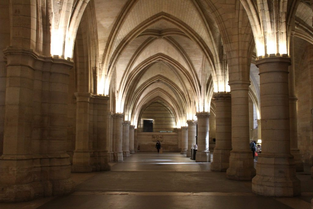 A photo of the Hall of Arms in the Conciergerie.