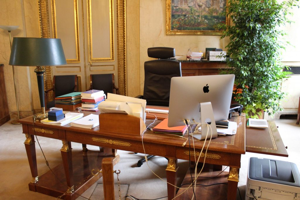 A photo of a working desk in one of the offices within the Luxembourg Palace.