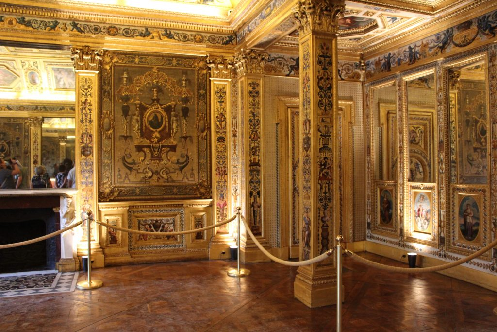 A photo of a gilded room inside the Luxembourg Palace.