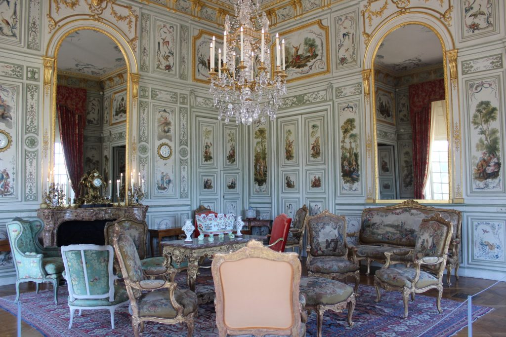 A photo of the famous Chinese salon in the Château de Champs-sur-Marne.