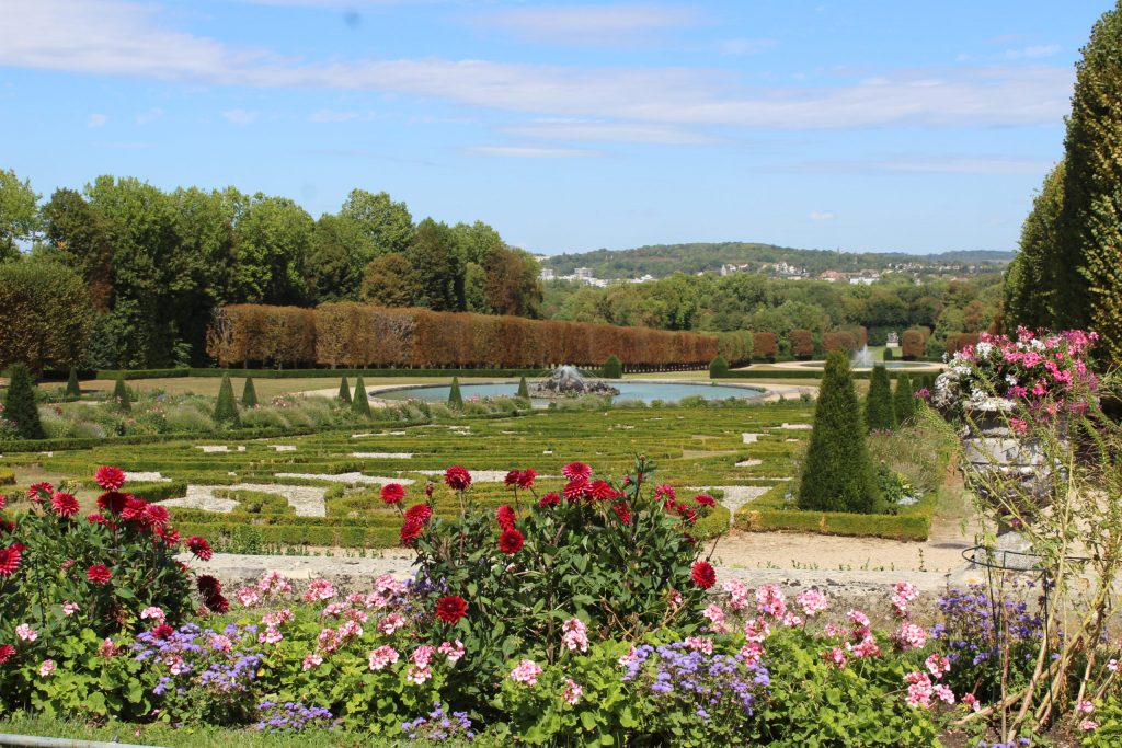 A photo of the view looking down the gardens of the Château de Champs-sur-Marne.