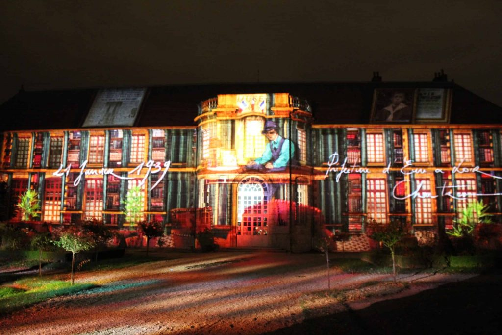 A photo of the projections of Jean Moulin on the Beaux Arts museum during Chartres en Lumières