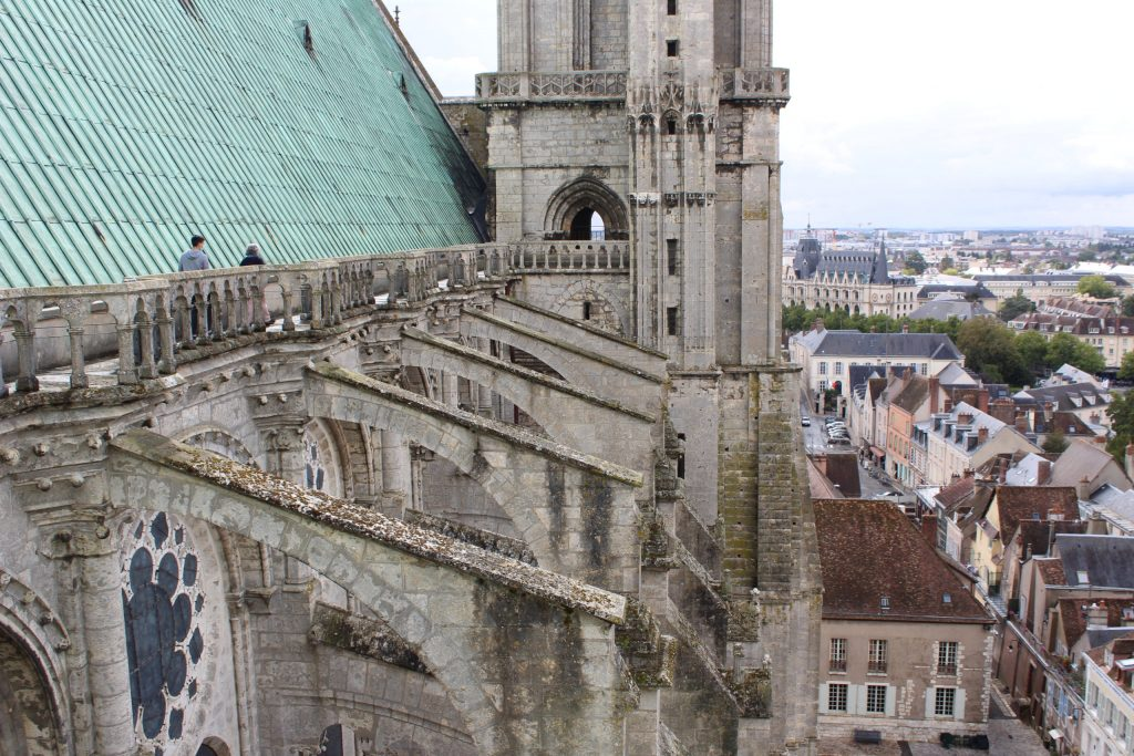 A photo of the outside walkway along the roof of the Chartres Cathedral.