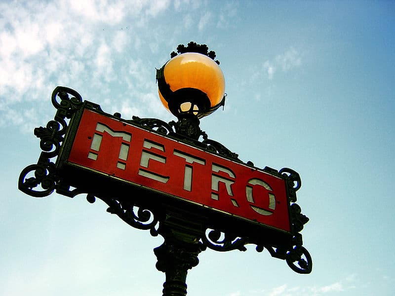 An example of the Val d'Osne Metro signs.